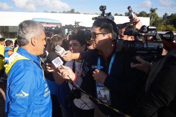 Interviewing Colombian coach Reinaldo Rueda.