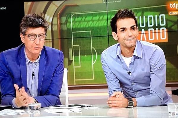 López (right) in the famous TV show Estudio Estadio.